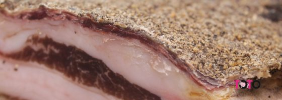 TOTO-Produse traditionale-Fleica de porc afumata si condimentata